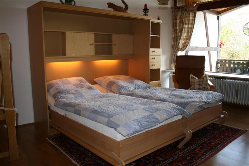 ferienwohnungen beide wohnungen liegen auf einer etage und sind zusammen ideal f r eine gro familie. Black Bedroom Furniture Sets. Home Design Ideas